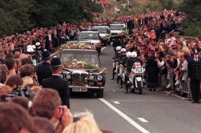 the-hearse-carrying-the-body-of-princess-diana